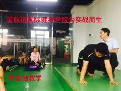 私人健身教练好学吗