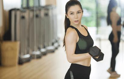 女生学健身教练