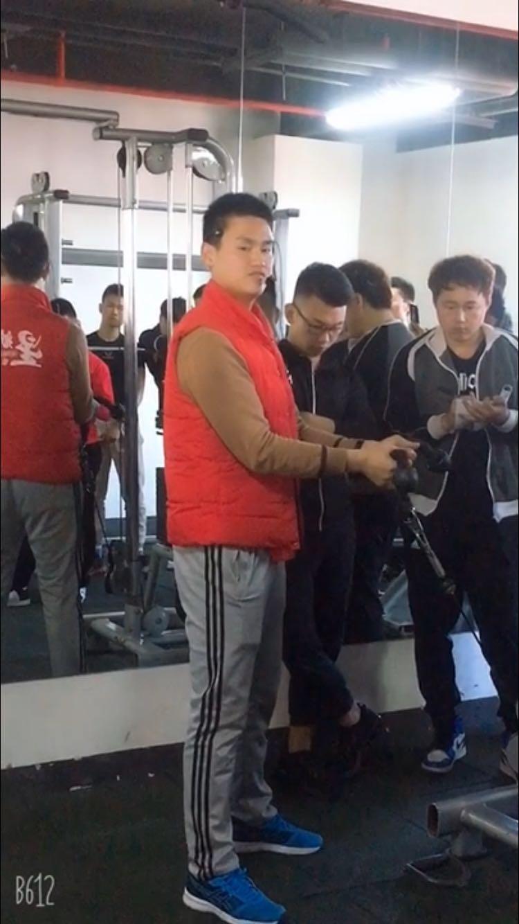 如何做健身教练