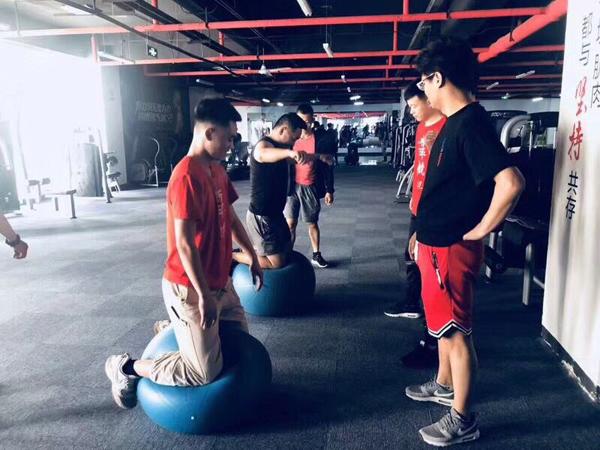 私人健身培训哪个学校好