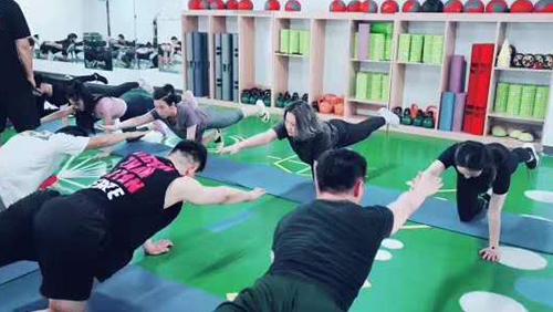 考健身教练证哪家专业