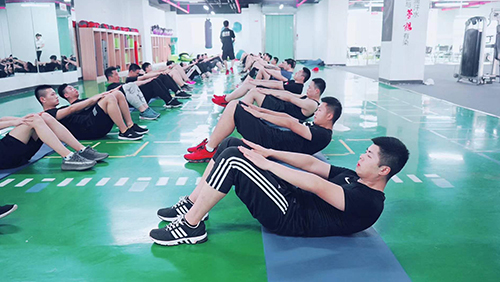 哪里有女健身教练培训学校