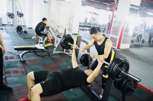考健身教练资格证学费多少钱