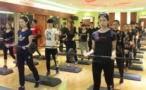 女健身教练职业资格证好考吗?多少钱?
